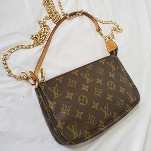 Authentic Louis Vuitton pochette accessories bag